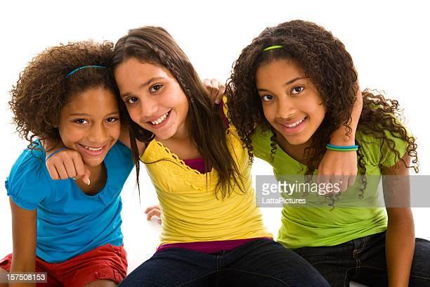 Três jovens raparigas adolescentes multi-étnica justo