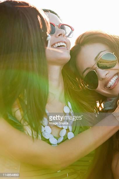 portrait de trois jeunes femmes,