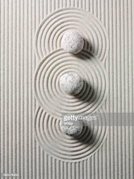 Tres Zen piedras y círculos
