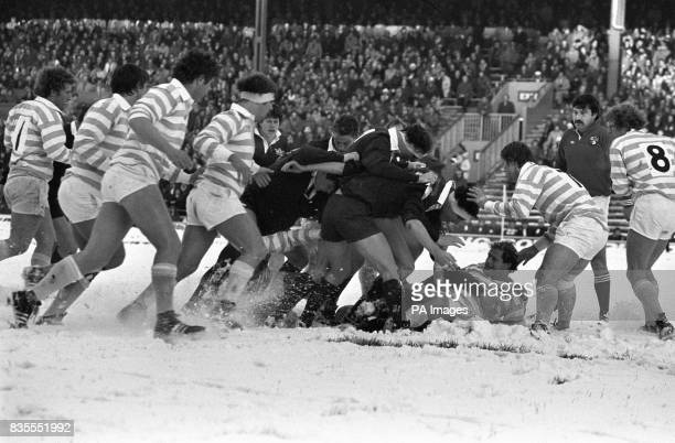 A threeinch blanket of snow covers the Twickenham pitch for the 100th Varsity match between Oxford University and Cambridge University watched by...