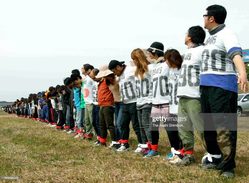 Three-legged race with 1,039 participants sets a new Guinness World Record at Harazuru on March 24, 2013 in Asakura, Fukuoka, Japan. 1,039 people tied each others' leggs and ran 50 meters. The former world record was set in Taiwan with 602 participants in June 2012.