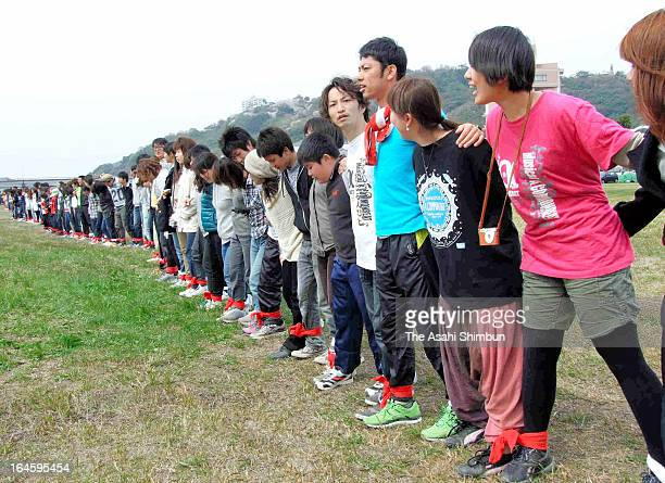 Threelegged race with 1039 participants sets a new Guinness World Record at Harazuru on March 24 2013 in Asakura Fukuoka Japan 1039 people tied each...