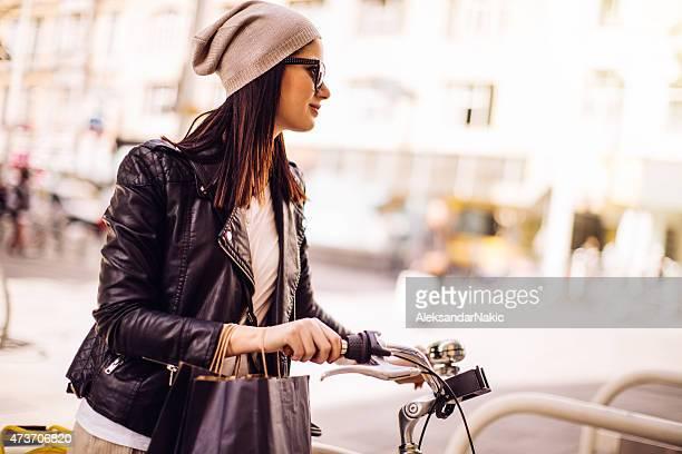 À travers la ville avec un vélo