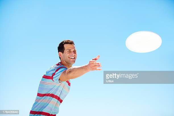 フリスビーを投げるの技