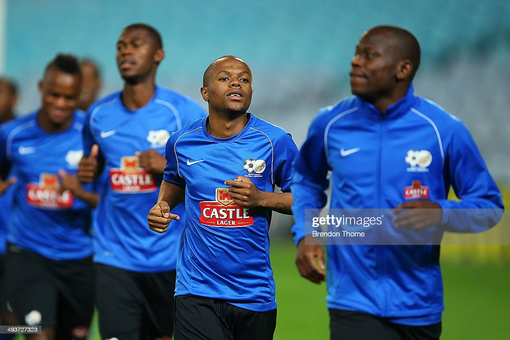<a gi-track='captionPersonalityLinkClicked' href=/galleries/search?phrase=Thulani+Serero&family=editorial&specificpeople=6234374 ng-click='$event.stopPropagation()'>Thulani Serero</a> of South Africa warms up during a South Africa training session at ANZ Stadium on May 25, 2014 in Sydney, Australia.