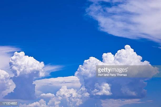 Thunder Nuvens e céu azul