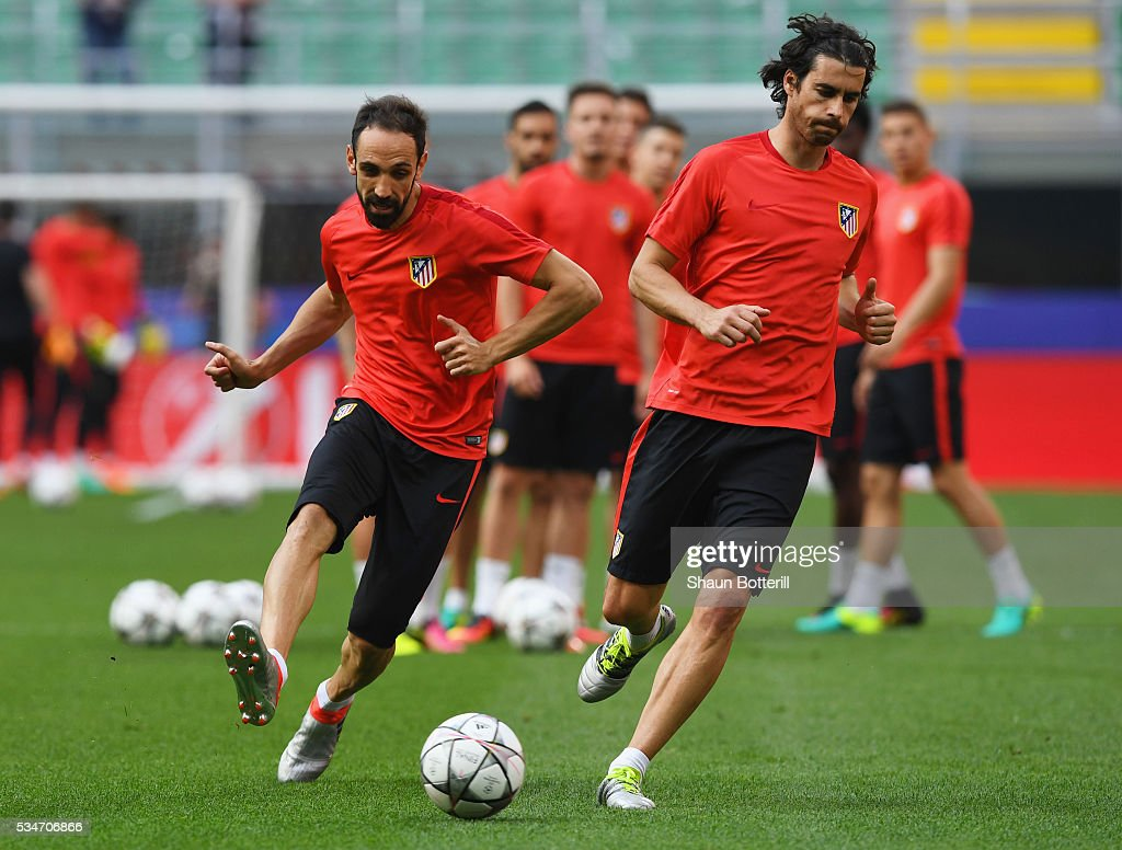 Tiago (R) and <a gi-track='captionPersonalityLinkClicked' href=/galleries/search?phrase=Juanfran+-+Soccer+Right+Back+born+1985&family=editorial&specificpeople=2634439 ng-click='$event.stopPropagation()'>Juanfran</a> perform a drill during an Atletico de Madrid training session on the eve of the UEFA Champions League Final against Real Madrid at Stadio Giuseppe Meazza on May 27, 2016 in Milan, Italy.