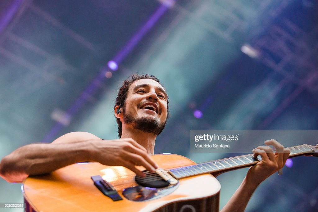 Tiago Iorc performs live on stage at Allianz Parque on December 10, 2016 in Sao Paulo, Brazil.