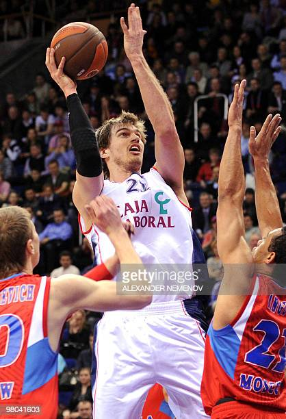 Tiago Splitter of Caja Laboral attacks CSKA's basket during their second Euroleague quarterfinal playoff game in Moscow on March 25 2010 AFP PHOTO/...