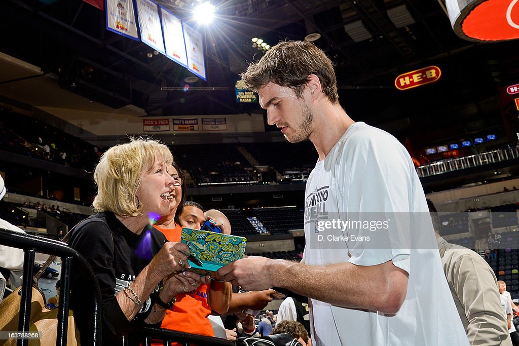 Tiago Splitter #22 of the San Antonio Spurs signs autographs for fans before a game against the Detroit Pistons on March 3, 2013 at the AT&T Center in San Antonio, Texas.