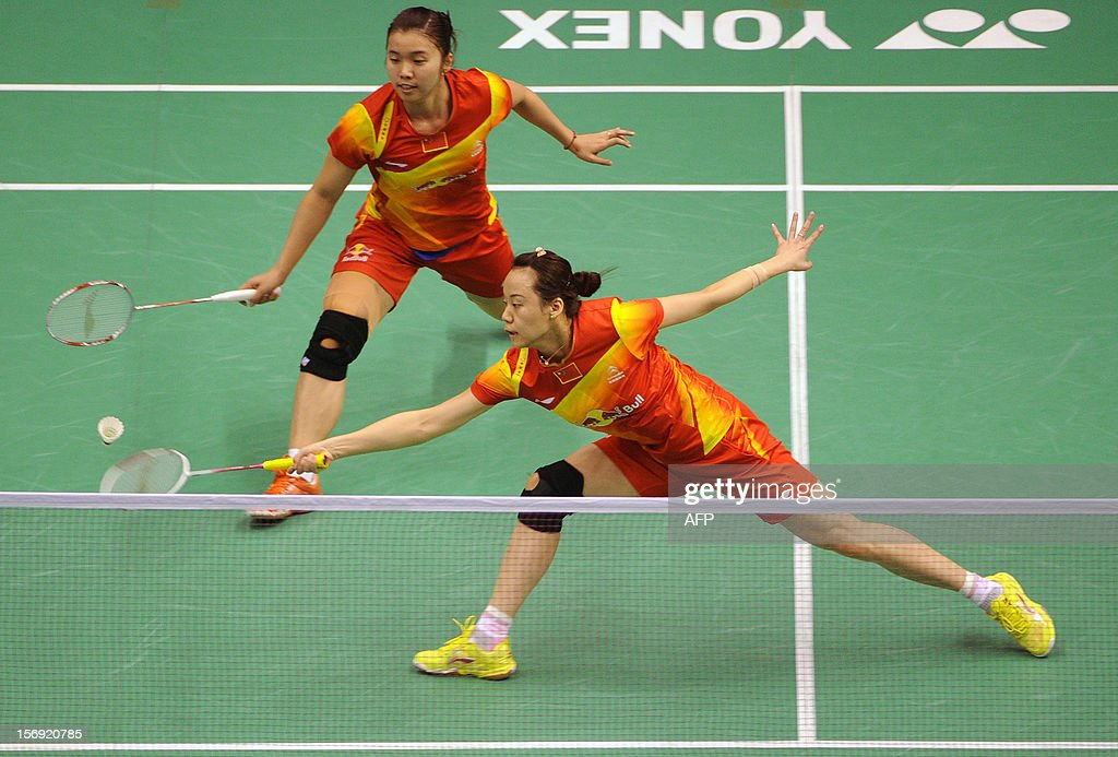 Tian Qing (L) and Zhao Yunlei (R) of China compete against their compatriots Wang Xiaoli and Yu Yang in the women's doubles final at the Hong Kong Open badminton tournament on November 25, 2012. AFP PHOTO / Dale de la Rey