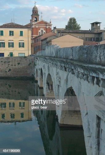 Ponte Tiberius de Rimini : Foto de stock