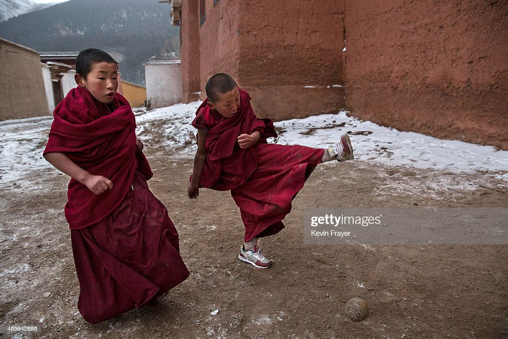 Tibetan Buddhists Celebrate Religion And Culture at Great ...