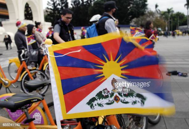 A Tibetan flag flutters in the wind as it sits on a bicycle at Liberty Square in Taipei on February 1 2017 Dozens of Tibetans and their supporters...