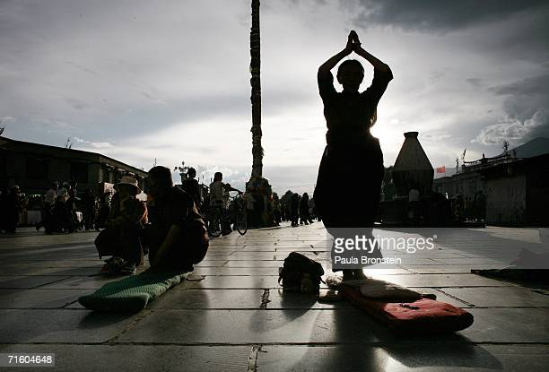 Tibetan woman pray in front of the Jokhang temple the heart of Tibetan Buddhism August 6 2006 in Lhasa in the Tibet Autonomous Region China Lhasa's...