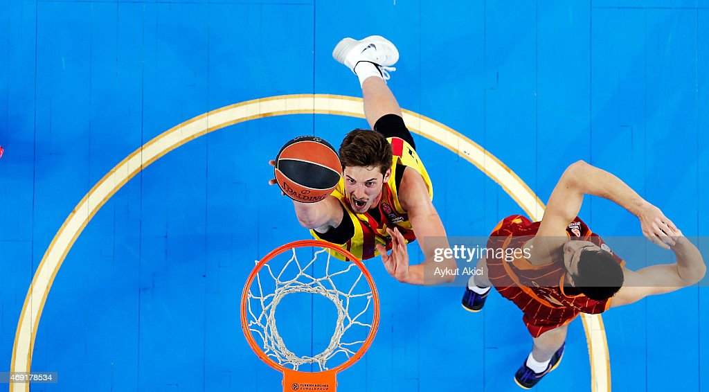 Tibor Pleiss, #21 of FC Barcelona competes with Zoran Ercceg, #7 of Galatasaray Liv Hospital Istanbul during the Turkish Airlines Euroleague Basketball Top 16 Date 14 game between Galatasaray Liv Hospital Istanbul v FC Barcelona at Abdi Ipekci Sports Hall on April 10, 2015 in Istanbul, Turkey.