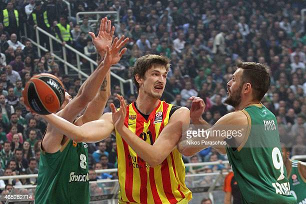 Tibor Pleiss #21 of FC Barcelona in action during the Turkish Airlines Euroleague Basketball Top 16 Date 9 game between Panathinaikos Athens v FC...