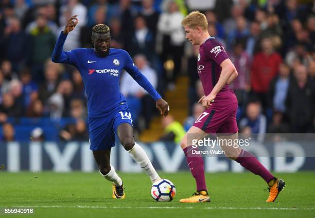 Tiemoue Bakayoko of Chelsea and Kevin De Bruyne of Manchester City battle for possession during the Premier League match between Chelsea and...