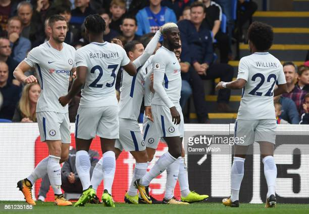 Tiemoue Bakayoko of Chelsea celebrates scoring his sides first goal with his Chelsea team mates during the Premier League match between Crystal...