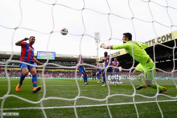 Tiemoue Bakayoko of Chelsea scores their first goal past Julian Speroni of Crystal Palace during the Premier League match between Crystal Palace and...
