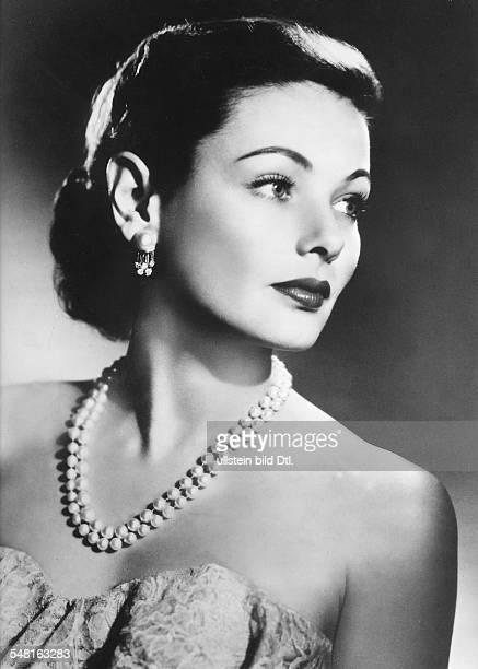 Tierney Gene * Schauspielerin USA Portrait mit Perlenkette 1953