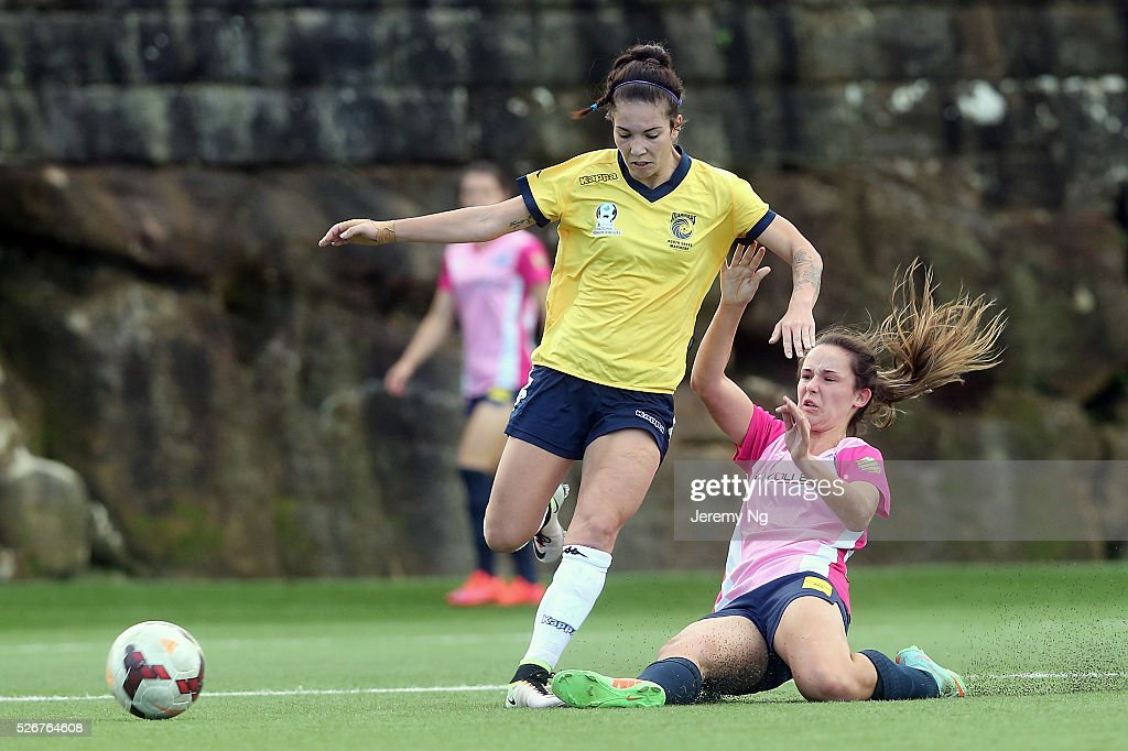 Tiffany Paterson of the Mariners avoids a tackle during the NPL 1 NSW Womens match between North Shore Mariners and Illawarra Stingrays at Northbridge Oval on May 1, 2016 in Sydney, Australia.