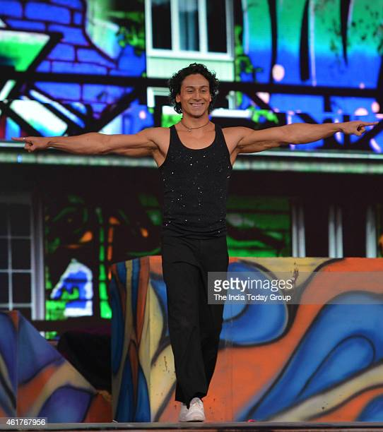 Tiger Shroff performing in Life ok screen awards 2015