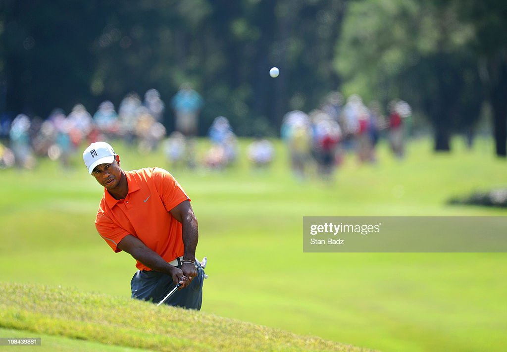 Tiger Woods chips onto the eighth green during the first round of THE PLAYERS Championship on THE PLAYERS Stadium Course at TPC Sawgrass on May 9, 2013 in Ponte Vedra Beach, Florida.