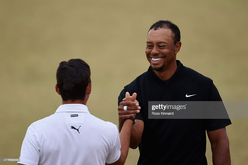 Tiger Woods (R) of the United States shakes hands with Rickie Fowler (L) of the United States on the 18th hole during the first round of the 115th U.S. Open Championship at Chambers Bay on June 18, 2015 in University Place, Washington.