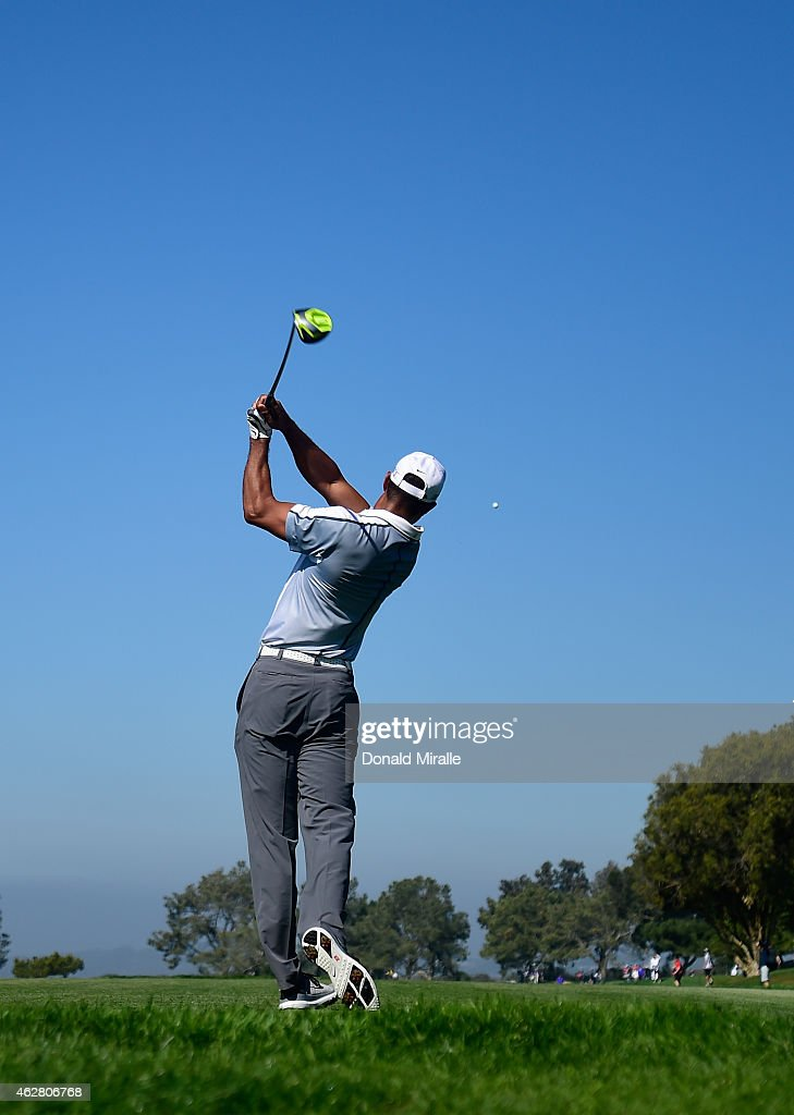Tiger Woods plays his tee shot on the 15th hole of the north course during the first round of the Farmers Insurance Open at Torrey Pines Golf Course on February 5, 2015 in La Jolla, California.