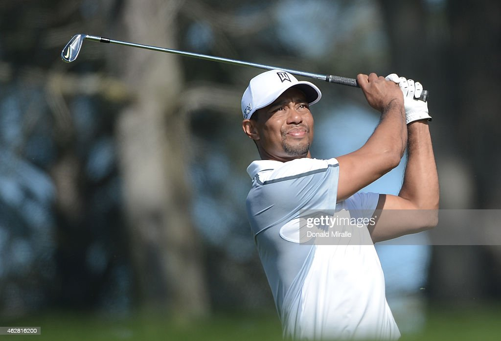 <a gi-track='captionPersonalityLinkClicked' href=/galleries/search?phrase=Tiger+Woods&family=editorial&specificpeople=157537 ng-click='$event.stopPropagation()'>Tiger Woods</a> plays his tee shot on the 17th hole of the north course during the first round of the Farmers Insurance Open at Torrey Pines Golf Course on February 5, 2015 in La Jolla, California.