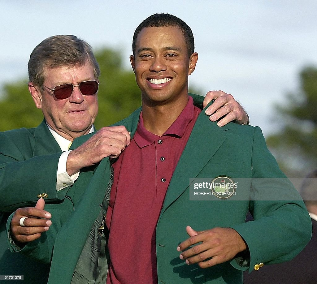 Tiger Woods (R) receives the green jacket from tou Pictures ...