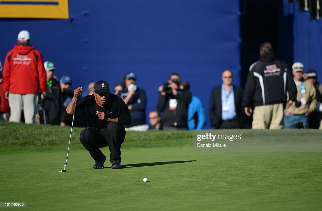 Tiger Woods studies the 18th green during the Final Round at the Farmers Insurance Open at Torrey Pines Golf Course on January 28, 2013 in La Jolla, California.