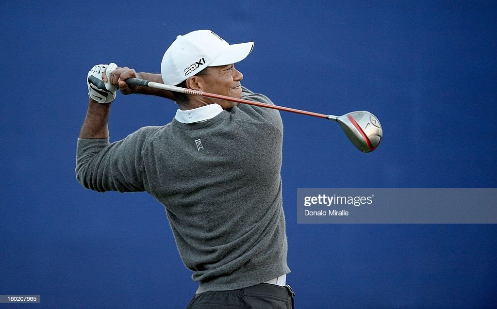 Tiger Woods tees off the 7th hole during the Final Round at the Farmers Insurance Open at Torrey Pines Golf Course on January 27, 2013 in La Jolla, California.