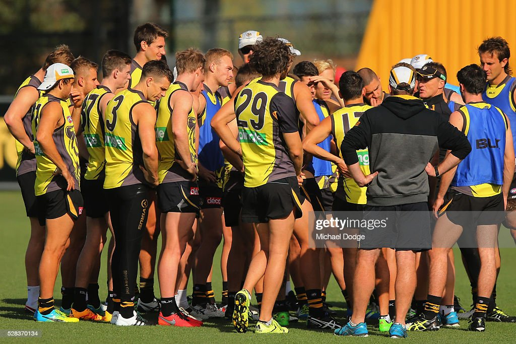 Tigers head coach <a gi-track='captionPersonalityLinkClicked' href=/galleries/search?phrase=Damien+Hardwick&family=editorial&specificpeople=162730 ng-click='$event.stopPropagation()'>Damien Hardwick</a> speaks to his players during a Richmond Tigers AFL training session at Punt Road Oval on May 5, 2016 in Melbourne, Australia.