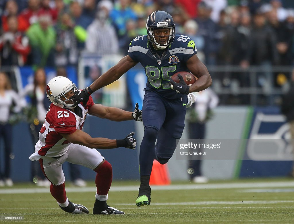 Tight end Anthony McCoy #85 of the Seattle Seahawks rushes against free safety Kerry Rhodes #25 of the Arizona Cardinals at CenturyLink Field on December 9, 2012 in Seattle, Washington. The Seahawks defeated the Cardinals 58-0.