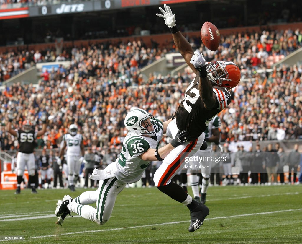 Tight end <a gi-track='captionPersonalityLinkClicked' href=/galleries/search?phrase=Benjamin+Watson+-+American+Football+Player&family=editorial&specificpeople=15154817 ng-click='$event.stopPropagation()'>Benjamin Watson</a> #82 of the Cleveland Browns dives for a pass against safety <a gi-track='captionPersonalityLinkClicked' href=/galleries/search?phrase=Jim+Leonhard&family=editorial&specificpeople=240112 ng-click='$event.stopPropagation()'>Jim Leonhard</a> #36 of the New York Jets at Cleveland Browns Stadium on November 14, 2010 in Cleveland, Ohio.