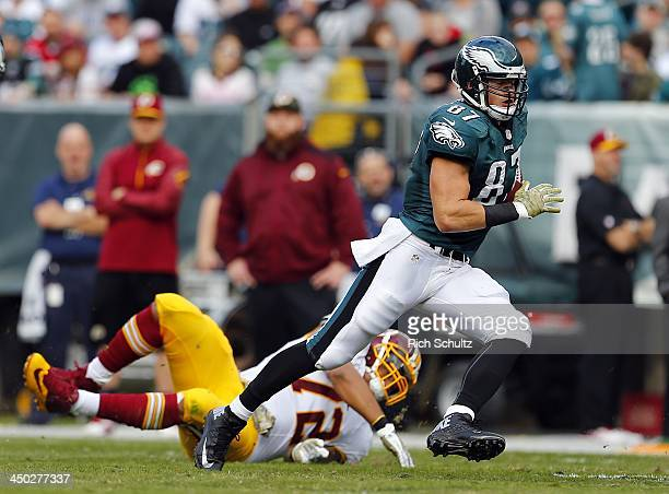 Tight end Brent Celek of the Philadelphia Eagles gets past defensive end Stephen Bowen of the Washington Redskins after making a catch during the...