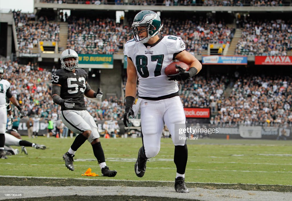 Tight end <a gi-track='captionPersonalityLinkClicked' href=/galleries/search?phrase=Brent+Celek&family=editorial&specificpeople=2557212 ng-click='$event.stopPropagation()'>Brent Celek</a> #87 of the Philadelphia Eagles scores a touchdown untouched by linebacker <a gi-track='captionPersonalityLinkClicked' href=/galleries/search?phrase=Nick+Roach&family=editorial&specificpeople=2085880 ng-click='$event.stopPropagation()'>Nick Roach</a> #53 of the Oakland Raiders in the first quarter on November 3, 2013 at O.co Coliseum in Oakland, California.