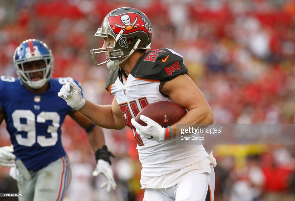 ... Galerie photos de B J Goodson. Tight end Cameron Brate 84 of the Tampa  Bay Buccaneers Nike New York Giants ... abd49daf0