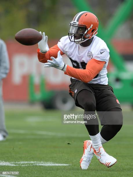 Tight end David Njoku of the Cleveland Browns catches a pass during a rookie mini camp practice on May 12 2017 at the Cleveland Browns training...