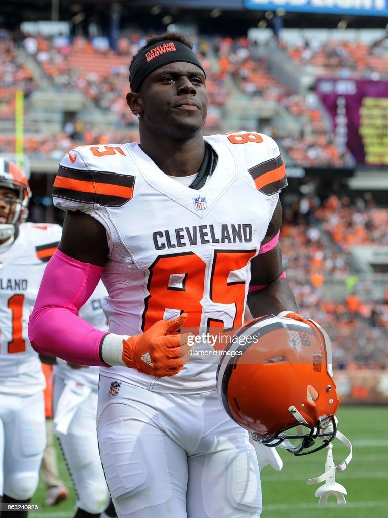 Tight end David Njoku #85 of the Cleveland Browns runs off the field for halftime of a game on October 8, 2017 against the New York Jets at FirstEnergy Stadium in Cleveland, Ohio. New York won 17-14.