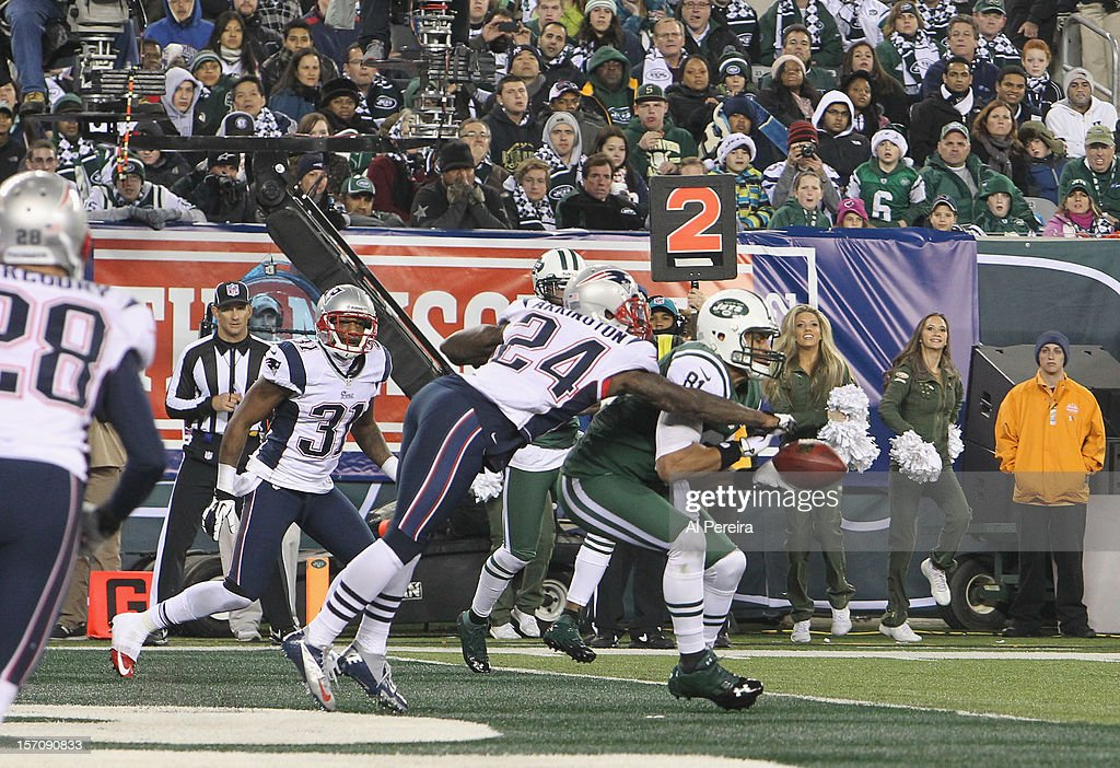Tight End <a gi-track='captionPersonalityLinkClicked' href=/galleries/search?phrase=Dustin+Keller&family=editorial&specificpeople=2160327 ng-click='$event.stopPropagation()'>Dustin Keller</a> #81 of the New York Jets sees a Touchdown broken up by Cornerback Kyle Arrington #24 of the New England Patriots at MetLife Stadium on November 22, 2012 in East Rutherford, New Jersey.