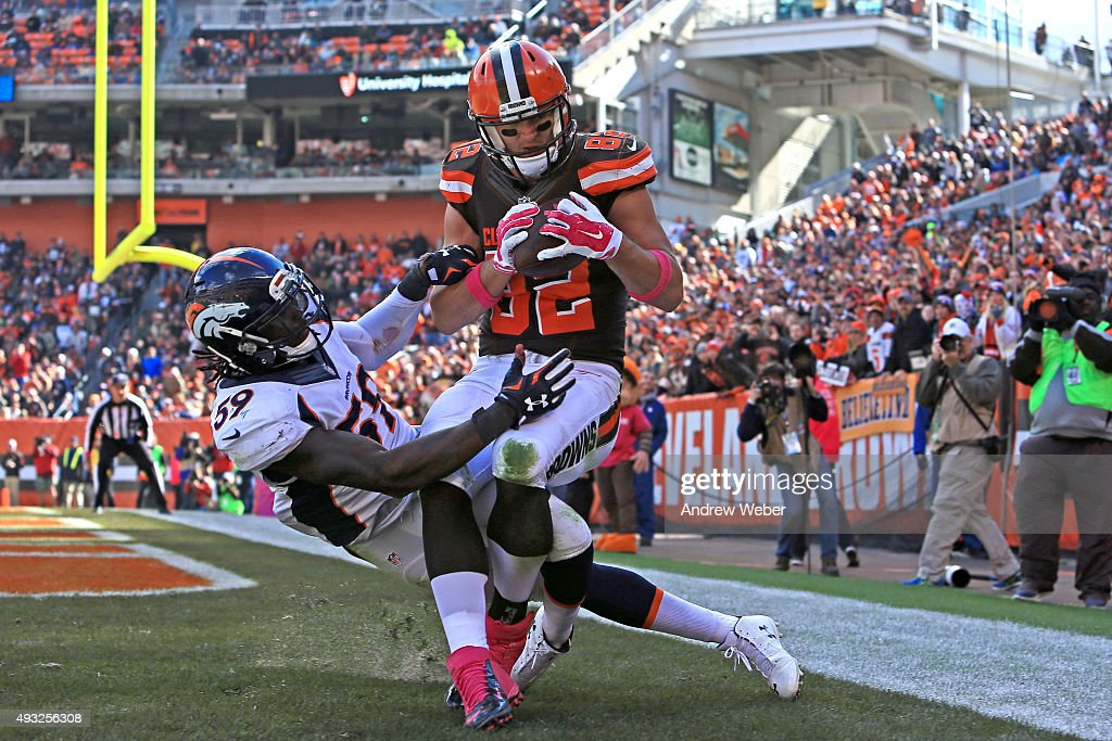 Tight end <a gi-track='captionPersonalityLinkClicked' href=/galleries/search?phrase=Gary+Barnidge&family=editorial&specificpeople=2145191 ng-click='$event.stopPropagation()'>Gary Barnidge</a> #82 of the Cleveland Browns catches a pass for a touchdown while being defended by inside linebacker <a gi-track='captionPersonalityLinkClicked' href=/galleries/search?phrase=Danny+Trevathan&family=editorial&specificpeople=6475347 ng-click='$event.stopPropagation()'>Danny Trevathan</a> #59 of the Denver Broncos during the third quarter at Cleveland Browns Stadium on October 18, 2015 in Cleveland, Ohio.