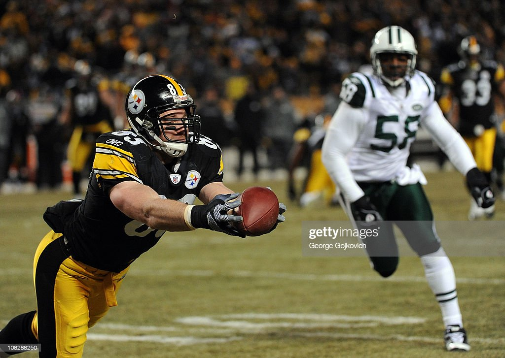 Tight end Heath Miller of the Pittsburgh Steelers attempts to catch a pass as linebacker Bryan Thomas of the New York Jets looks on during the 2011...