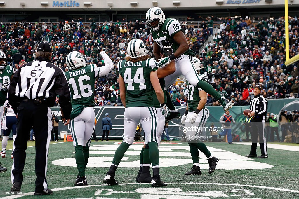 Tight end Jeff Cumberland #85 of the New York Jets celebrates a touchdown in the second quarter against the New England Patriots during a game at MetLife Stadium on December 21, 2014 in East Rutherford, New Jersey.