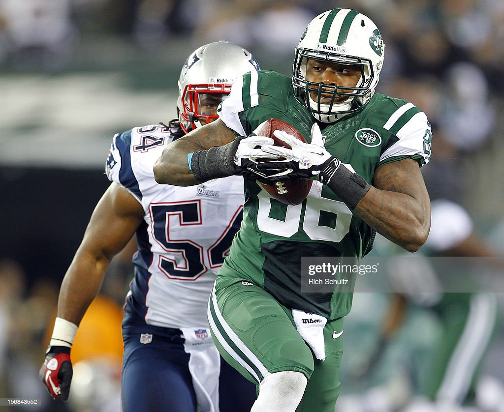 Tight end <a gi-track='captionPersonalityLinkClicked' href=/galleries/search?phrase=Jeff+Cumberland&family=editorial&specificpeople=3954306 ng-click='$event.stopPropagation()'>Jeff Cumberland</a> #86 of the New York Jets runs after catching a long pass as <a gi-track='captionPersonalityLinkClicked' href=/galleries/search?phrase=Dont%27a+Hightower&family=editorial&specificpeople=5514947 ng-click='$event.stopPropagation()'>Dont'a Hightower</a> #54 of the New England Patriots chases during the second half of a game at MetLife Stadium on November 22, 2012 in East Rutherford, New Jersey. The Patriots defeated the Jets 49-19.