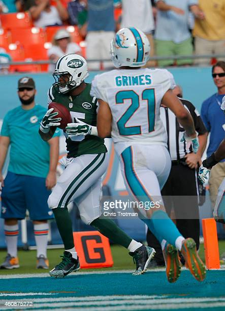Tight end Jeff Cumberland of the New York Jets scores a fourth quarter touchdown as cornerback Brent Grimes of the Miami Dolphins pursues during a...