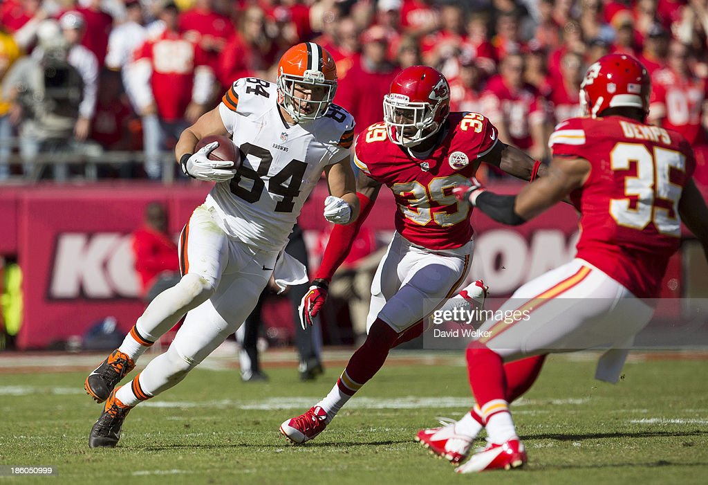 Tight end <a gi-track='captionPersonalityLinkClicked' href=/galleries/search?phrase=Jordan+Cameron&family=editorial&specificpeople=5569295 ng-click='$event.stopPropagation()'>Jordan Cameron</a> #84 of the Cleveland Browns runs the ball up the field after a reception during the game against the Kansas City Chiefs at Arrowhead Stadium on October 27, 2013 in Kansas City, Missouri.