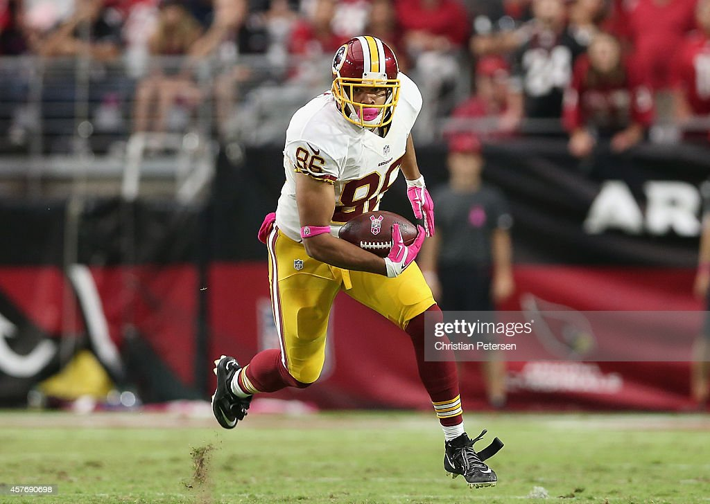 Tight end Jordan Reed #86 of the Washington Redskins runs with the football against the Arizona Cardinals during the NFL game at the University of Phoenix Stadium on October 12, 2014 in Glendale, Arizona. The Cardinals defeated the Redskins 30-20.